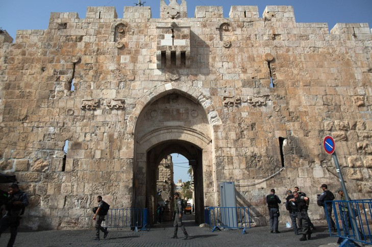 Israeli security forces stand guard at the Lion Gate in Jerusalem's Old City on October 12, 2015 following days of tension between Israelis and Palestinians. In the latest stabbing, an Arab man attacked a policeman with a knife at an entrance to Jerusalem's Old City and was shot dead by security forces. AFP PHOTO/MENAHEM KAHANA