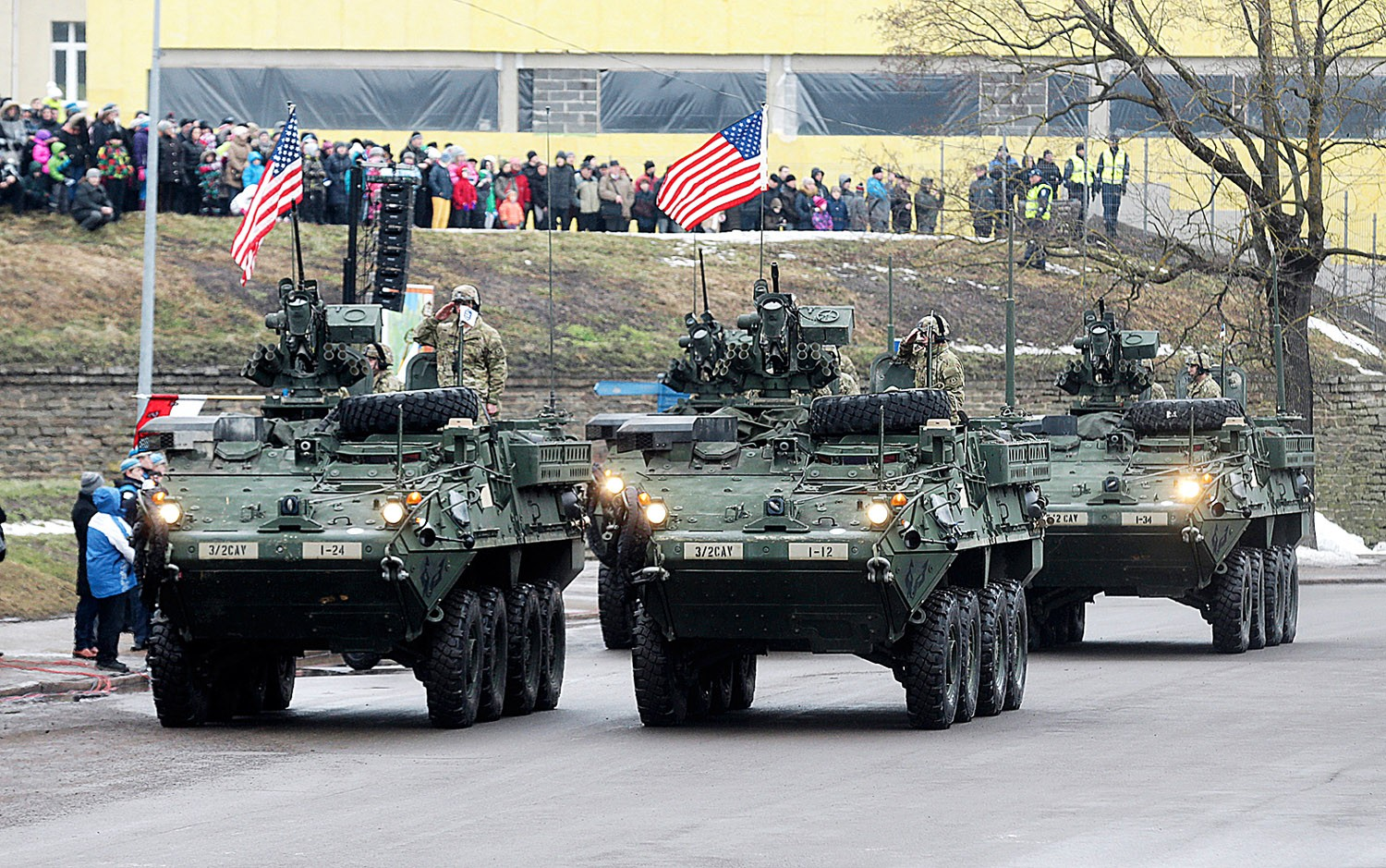 U.S. soldiers attend military parade celebrating Estonia's Independence Day near border crossing with Russia in Narva February 24, 2015.  Together with Estonians in the parade marched also soldiers from Spain, the United States, United Kingdom, Latvia, Lithuania and the Netherlands. REUTERS/Ints Kalnins (ESTONIA - Tags: POLITICS MILITARY ANNIVERSARY) - RTR4QXQ6
