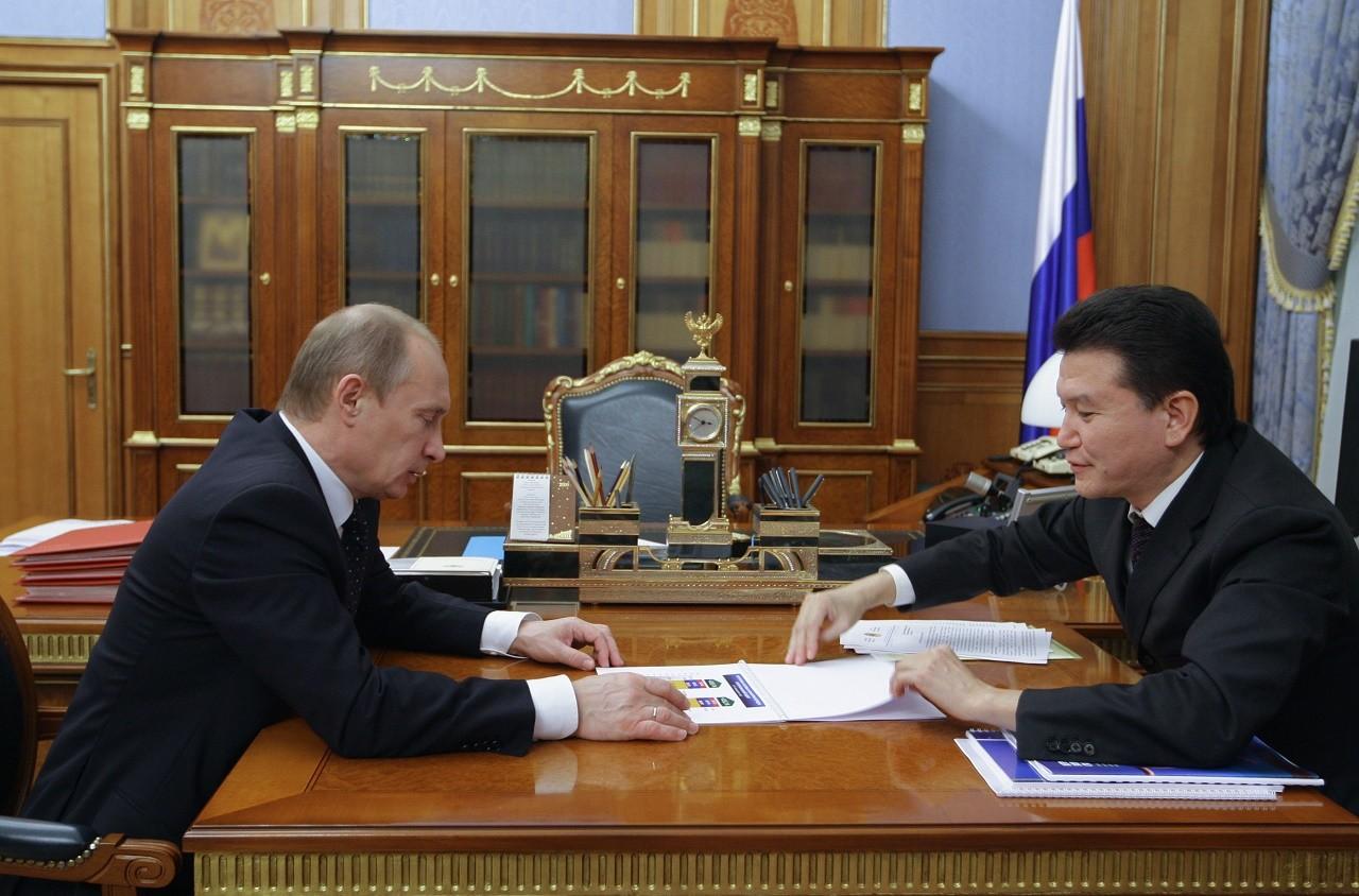 Russian Prime Minister Vladimir Putin, left, meeting with Kalmyk President Kirsan Ilyumzhinov on January 20, 2010.
