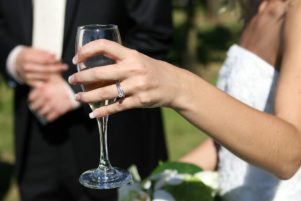Házasság útján juttatott az EU-ba keleti bevándorlókat egy romániai bűnbanda