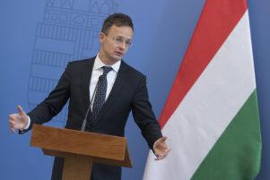 Szijjártó: Ukrajna semmibe veszi kisebbségi vállalásait