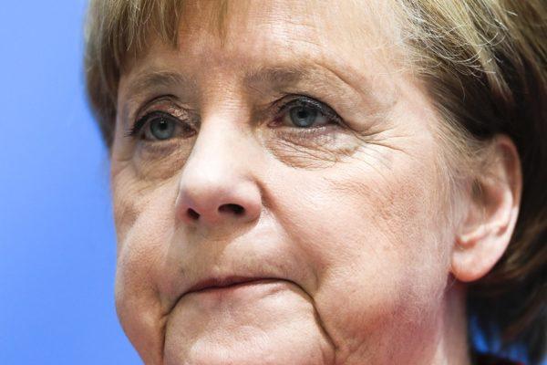 Merkel: tárgyalásokat kell folytatni a menedékkérők visszafordításáról