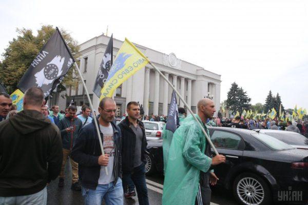 Dühös autósok lepték el Kijevet