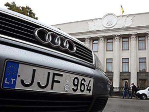 Feljelentették az ukrán kormányt az autósok