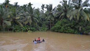 Több száz halálos áldozatot követeltek az árvizek Indiában