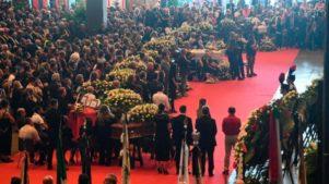 Olaszországban hatalmas tömeg vett részt az áldozatok temetésén