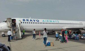 A tengerpart helyett a kijevi reptéren vesztegelnek a turisták