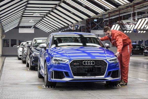Csütörtök reggeltől egyhetes sztrájkot hirdettek a győri Audiban