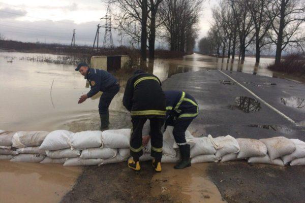 Lakott területeket is veszélyeztetnek az áradó folyók Kárpátalján