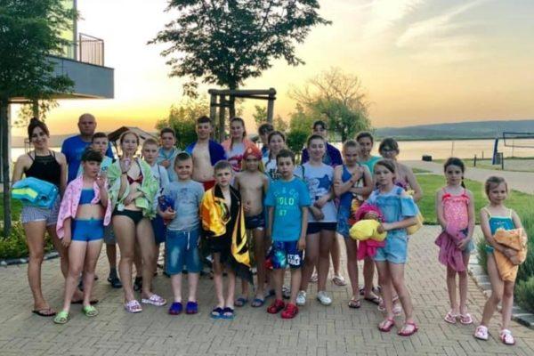 Elkezdődött az ukrajnai gyerekek nyári tábora a Velencei-tónál