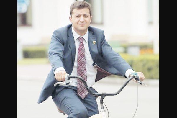 Zelenszkij megkapta első államfői fizetését