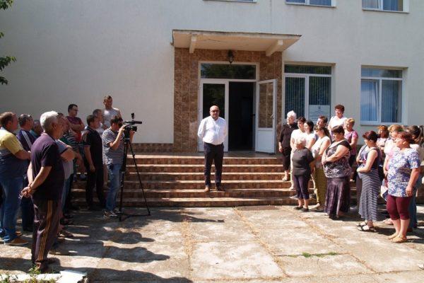 Polgármesterük védelmében a községháza előtt gyűltek össze ma a salánkiak
