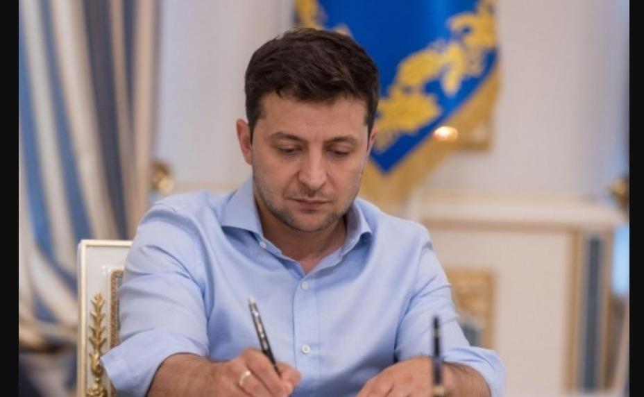 Zelenszkij aláírta az őshonos népekről szóló törvényt