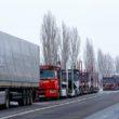 Már közel 800 kamion vesztegel Kárpátalja határátkelőinek közelében
