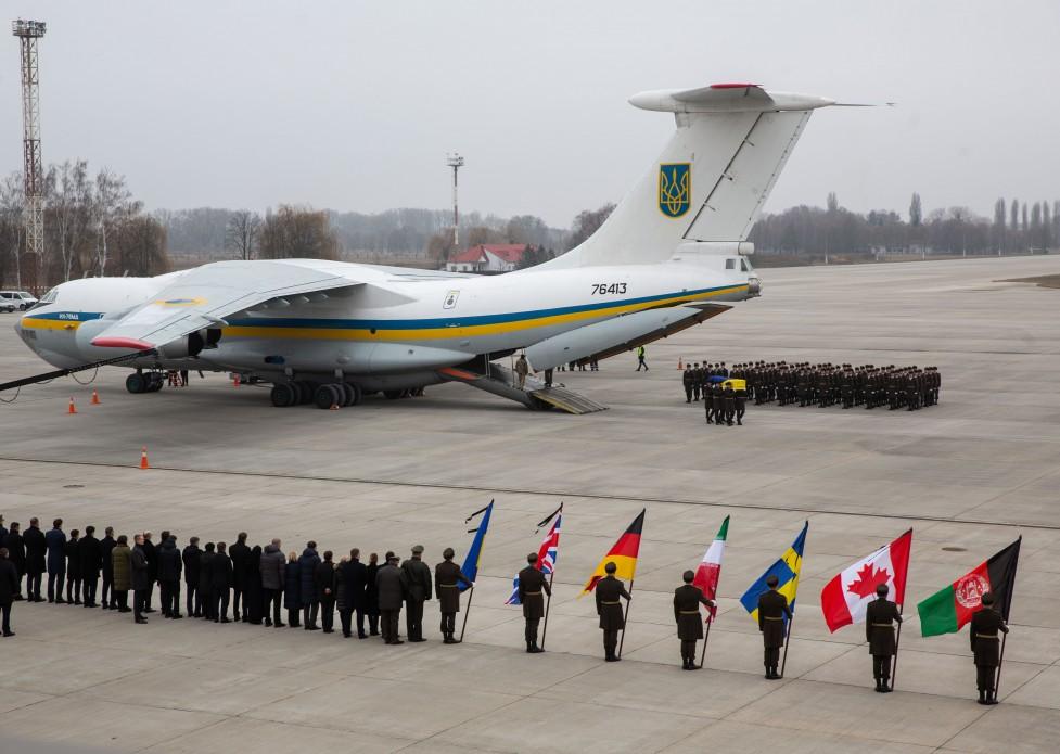 Hazaszállították Ukrajnába az Iránban lelőtt utasszállító ukrán áldozatainak maradványait /képek/