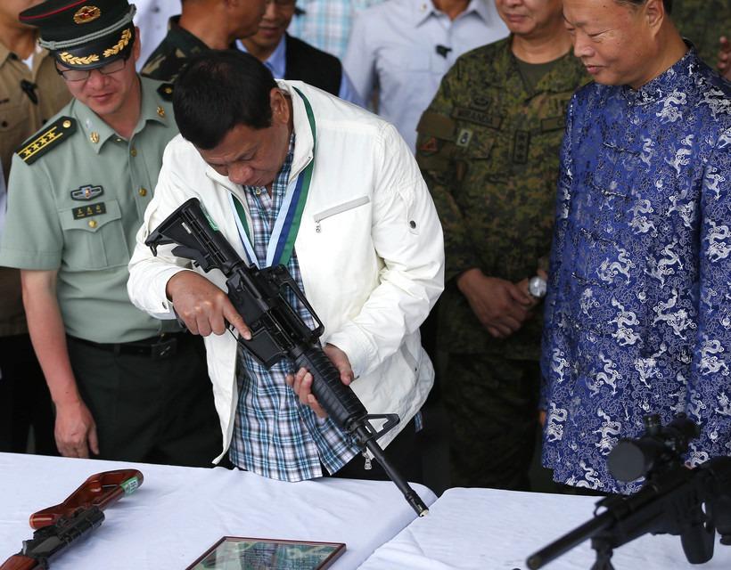 A Fülöp-szigetek elnöke agyonlőné azokat, akik megszegik a járvány miatti korlátozásokat