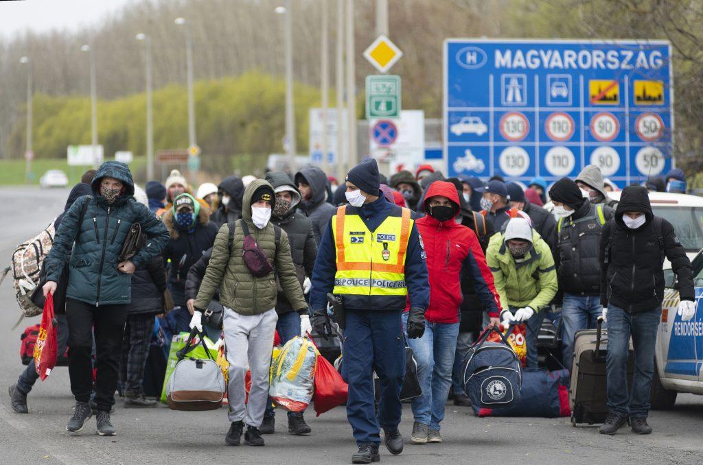 A járvány vámszedői: tízezreket kérnek el egy pár száz méteres fuvarért az ukrán határnál