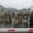 Megbénult a csapi határátkelő, az emberek tüntetnek /videó+képek/