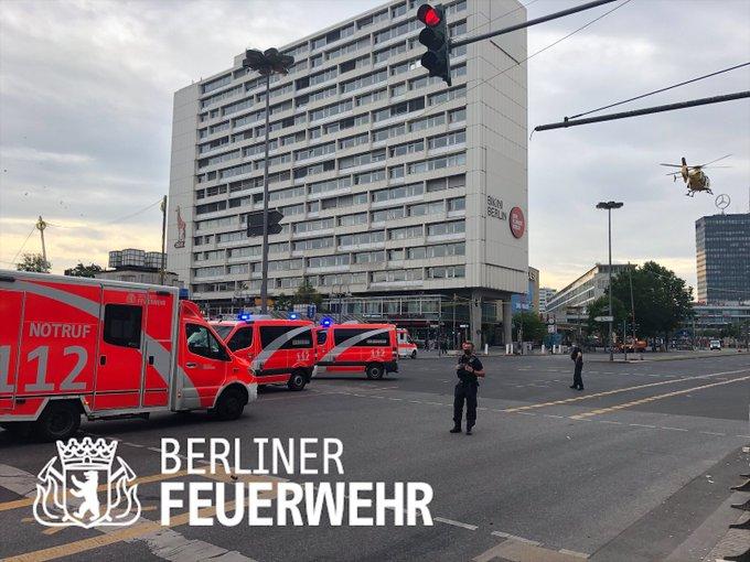 Gázolás Berlinben: tömegbe hajtott egy autós - a rendőrök robbanóanyagot keresnek